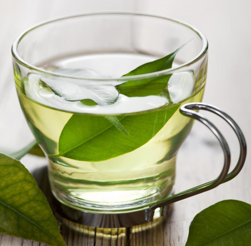 Green tea is rich in phenolic antioxidants that have valuable anti-aging and anti-inflammatory benefits.